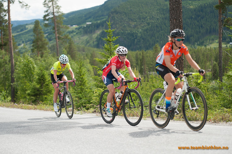 Ingrid Moe, Stine Borgli, Christina Bus Holth
